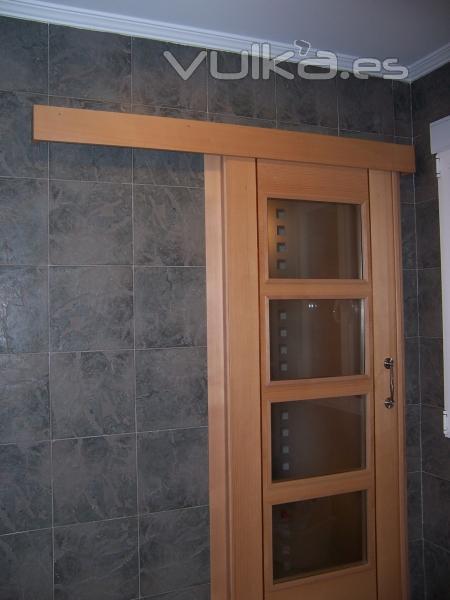Foto puerta corredera adosada - Puerta bano corredera ...