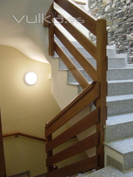Foto baranda de madera con tablas - Barandas de escaleras de madera ...