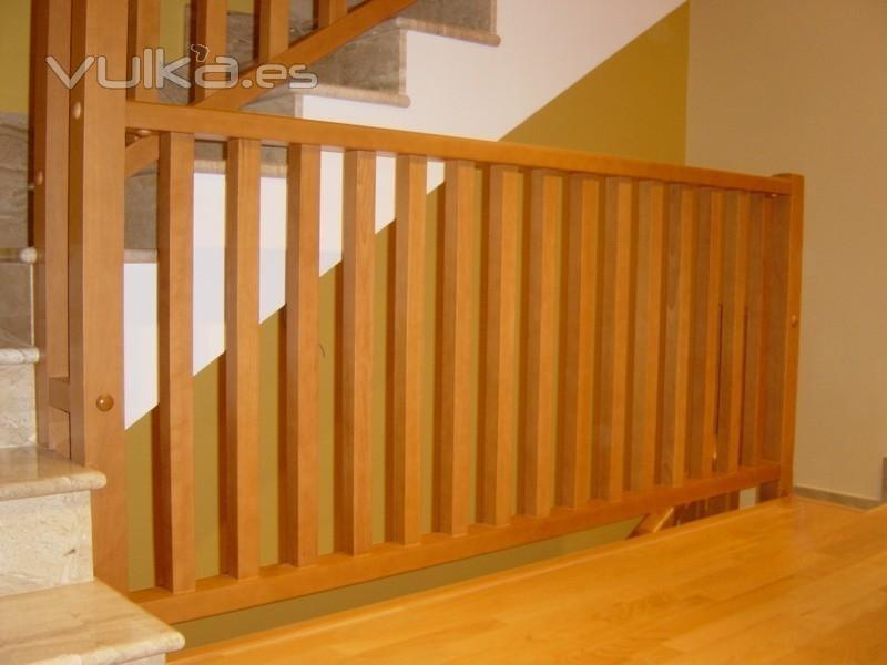 Foto baranda de madera cuadrada - Barandas de escaleras de madera ...