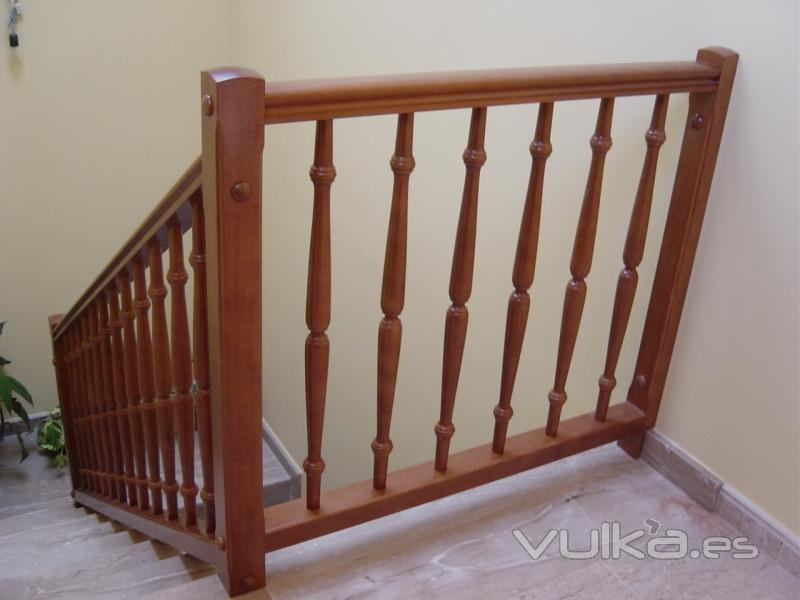 Foto baranda de madera - Barandas de madera para escaleras ...