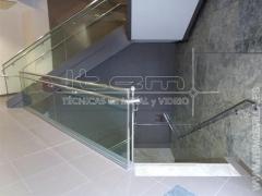 Barandilla de vidrio y pasamanos de acero inoxidable