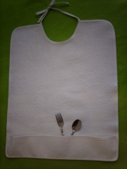 Babero recogemigas medidas: 50 x 40 cm - bolsa 8 cm.