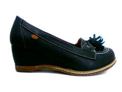 Zapato cu�a drastik de chica estilo nautico con borlas.