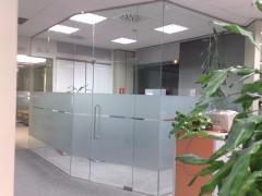 Despacho acristalado con vidrio de seguridad laminado y templado
