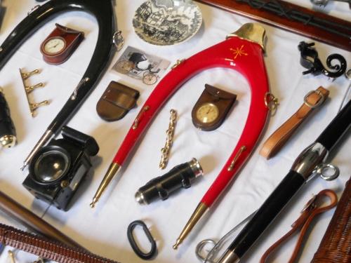 Disponemos de una gran variedad de complementos para carruajes y accesorios para enganches.