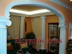 Arco de escayola con columnas j�nicas. escayolas arias