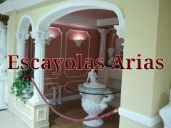 Arcos de escayola con columnas corintias. Escayolas Arias