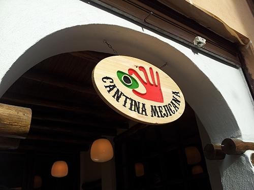 Banderola fresada en madera y lacada para Cantina Mejicana