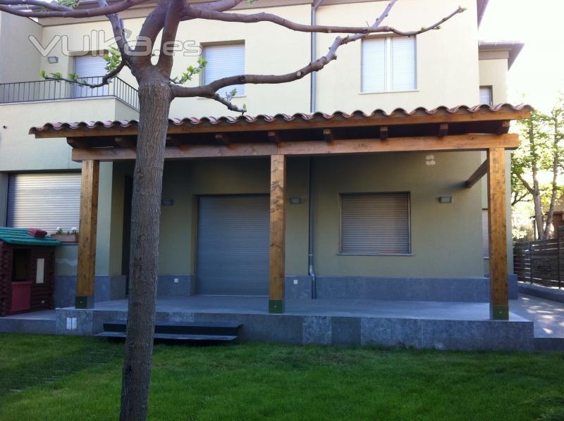 Rustic osona barcelona for Casetes de fusta per jardi