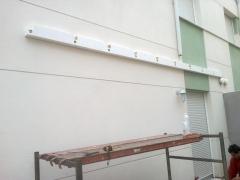Montaje pergola de madera color blanco