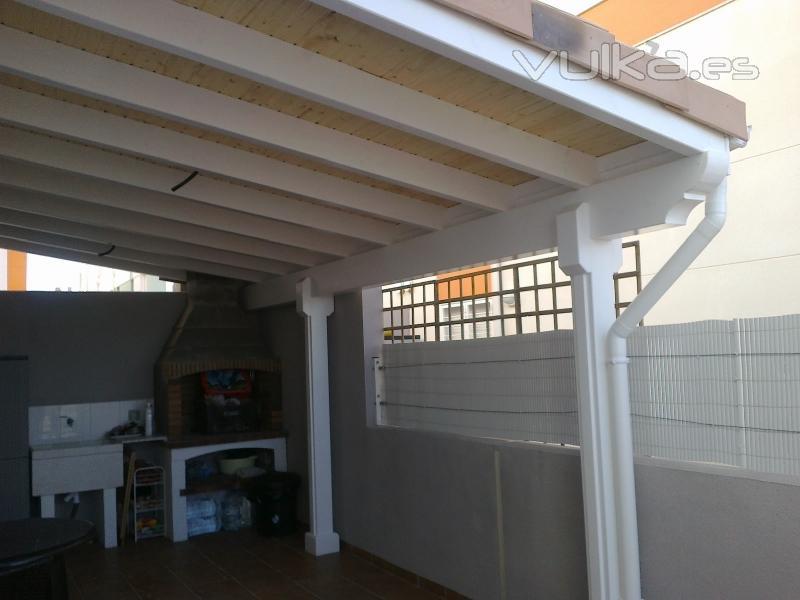 Foto montaje pergola de madera for Montaje tejados de madera