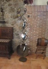 Decoraci�n de bodegas. escultura botellero de forja artesanal.