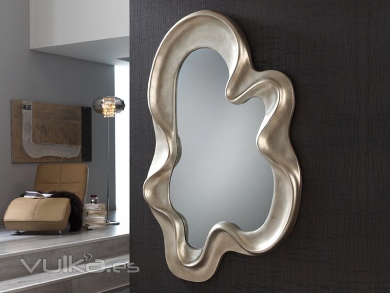 Foto espejo con marco moldeado con formas org nicas - Espejos con formas ...