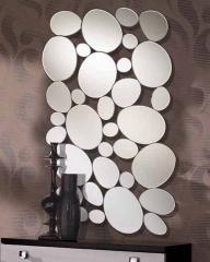 Espejo original con lunas de distintos tamaños.preparado para colgarse en posición horizontal o ver.