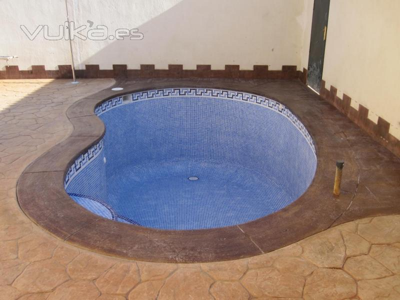 Foto piscina de ri n de 5 x 3 de hormig n proyectado for Alberca 8 x 5
