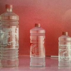 Botellas de hace m�s de 50 a�os de aguarr�s puro o esencia de trementina, diluyente y disolvente