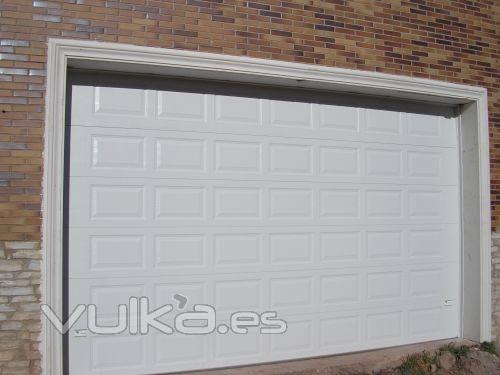 Carpinter a lozano - Tipos de puertas de garaje ...