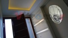 Vidriera emplomada de dise�o abstracto para puerta de paso en la entrada de un domicilio particular