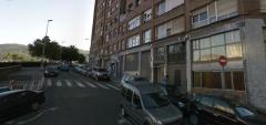 Subiendo por la calle uribarri hacia ikasleku. (calle uribarri 6, entreplanta. basauri)