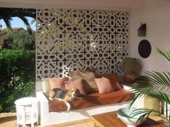 Separador ambientes de celos�a en un porche