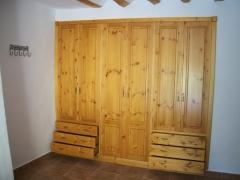 Carpinteria salmartín. armario de madera maciza y cajones