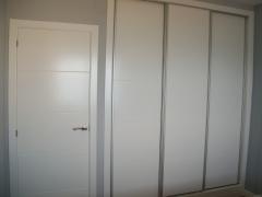 Armarios salcedo. armario corredero lacado y perfiles aluminio