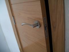 Puertas salcedo. instalaci�n de puertas y herrajes