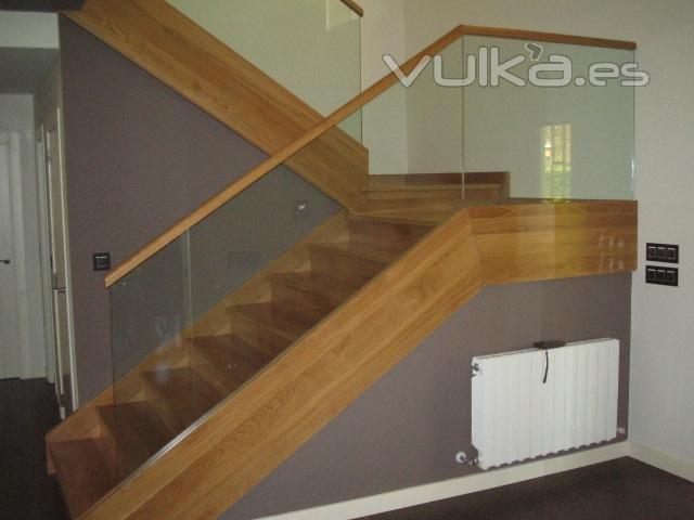 Foto escaleras madera y madera vidrio - Escaleras de vidrio ...