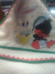 Montaje de labor a punto de cruz en capucha de ba�o beb�. hecho a mano (artesan�a)