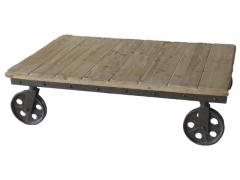 Mesa de centro con ruedas. estilo industrial.