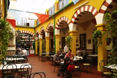 Entra en www.quieroquiero.es y reserva tu mesa en la Taberna Sociedad Plateros Mª Auxiliadora