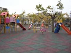 Parque infantil instalado en ciudad rodrigo