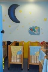 Sala de sueños independiente para bebes, con cunas de madra