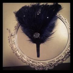 Diadema plumas con brillantitos