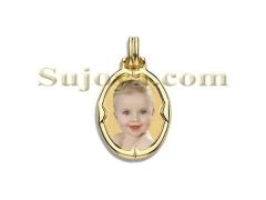 Colgante fotojoya color, placa estampada de forma ovalada, con bisel media ca�a, fabricado en oro ley de 18k.