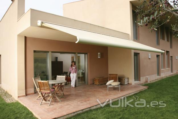 Foto toldo extensible para su terraza o patio - Toldos para terrazas ...
