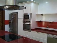 Mobiliario de cocina lacado blanco sucio