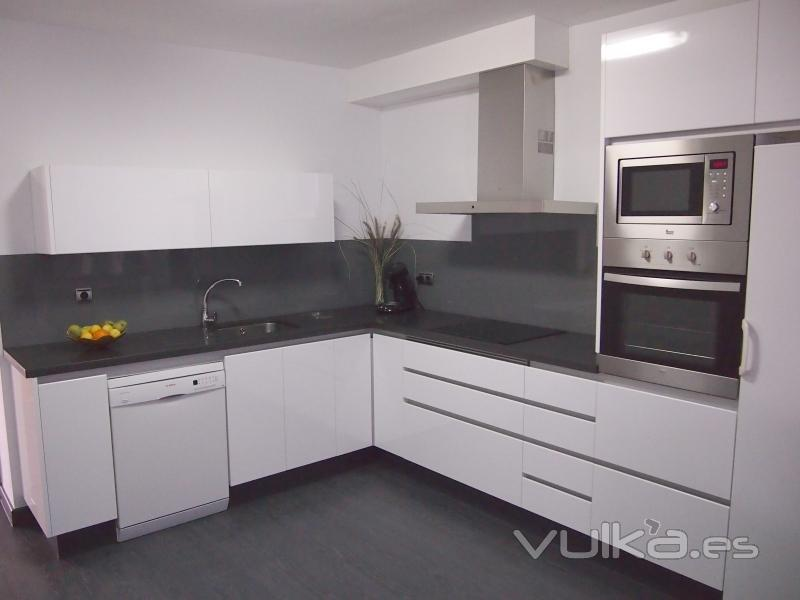 Vulka Muebles : Foto cocina formica blanca tirador de gola