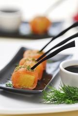 Cubiletes de salmón, piña y soja