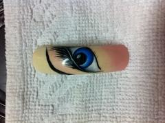 Nail art realizada a mano alzada