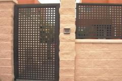 Puerta y valla alta de cada individual