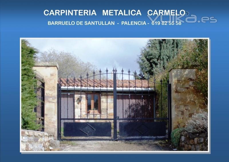 Puerta doble metalica en finca rustica - Cillamayor