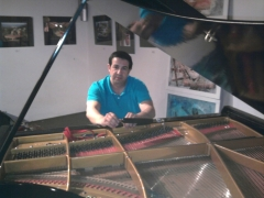 Técnico afinador de pianos Alicante 635470344