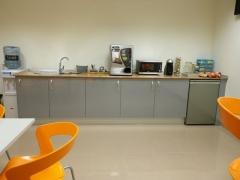 Fabricaci�n e instalaci�n de mobiliario para office