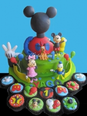Www.tartasconarte.com tarta casa de mickey mouse todo modelado con fondant
