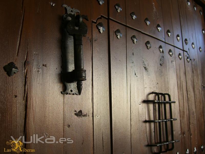 Las riberas madera rustica for Porton madera antiguo