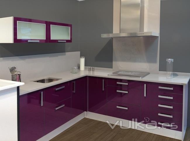 Foto muebles de cocina color berenjena - Cocinas color berenjena ...