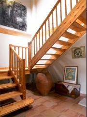 Escalera de madera r�stica