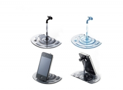Un grifo abierto que servirá para apoyar tu móvil cuando no lo tengas entre tus manos.