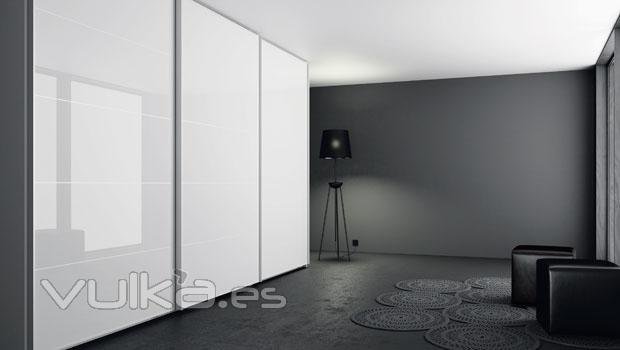 Foto armario de puertas correderas en color blanco lacado - Fotos armarios empotrados modernos ...
